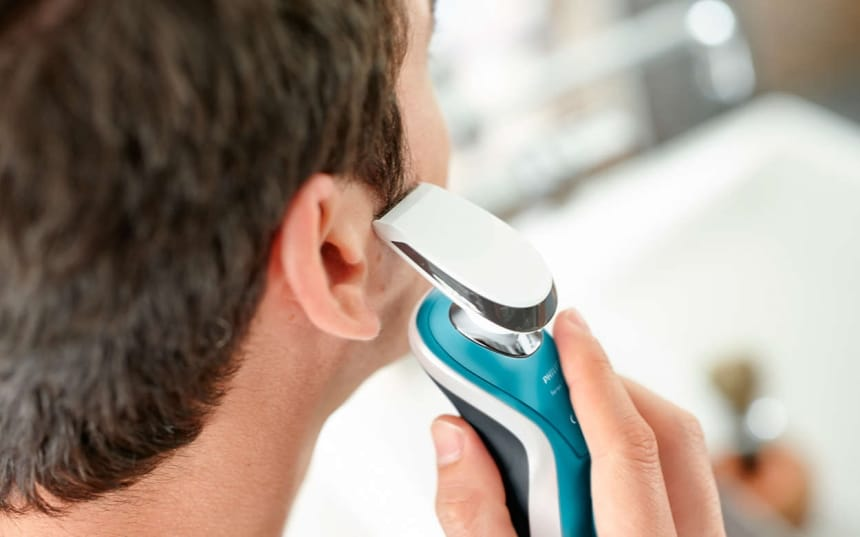10 Best Norelco Shavers – Impressive Contour Following and Precision!