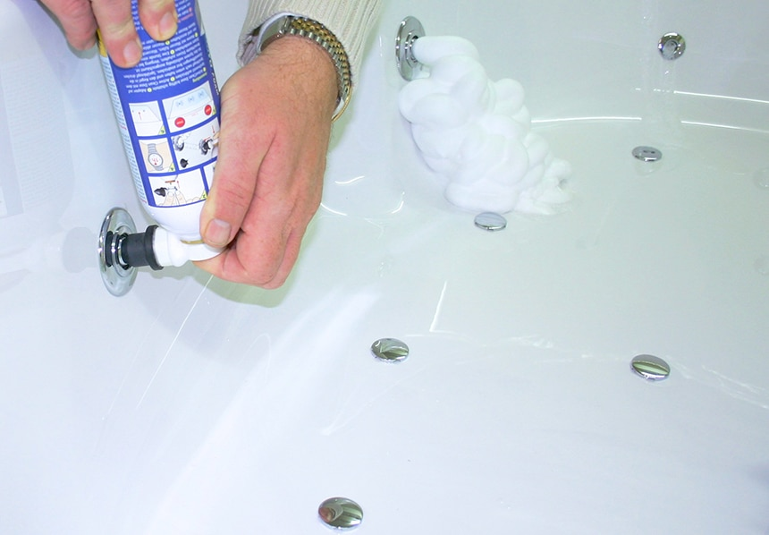 How to Clean a Jetted Tub in 5 Steps and 2 Different Ways