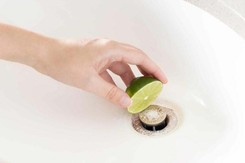 How to Clean Acrylic Bathtub?